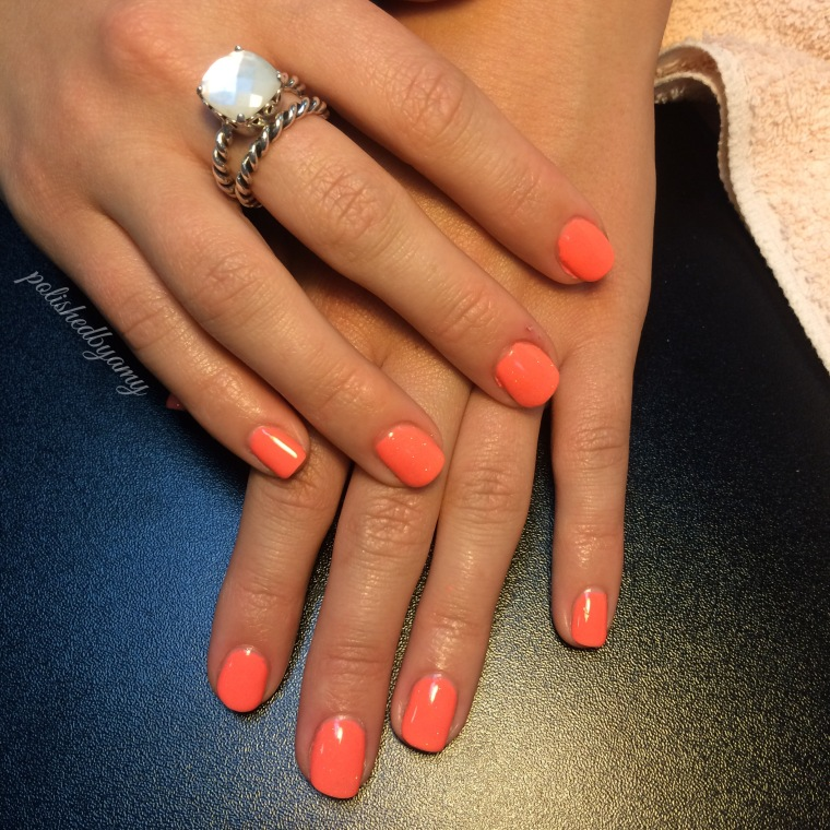 short-round nails