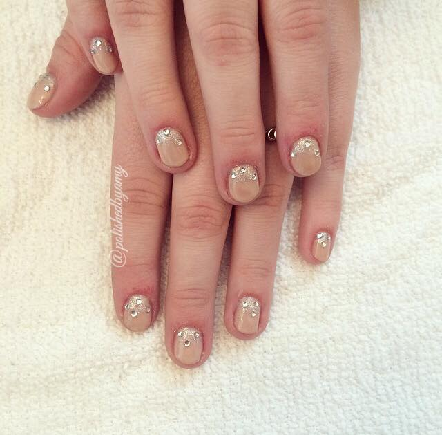 nude polish-fall nail trends