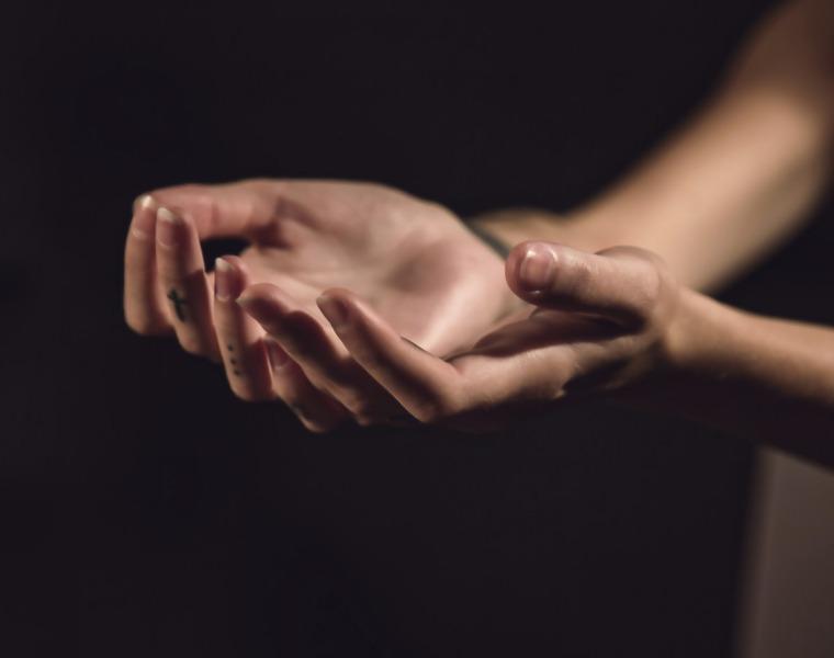 hands-1047634_1920